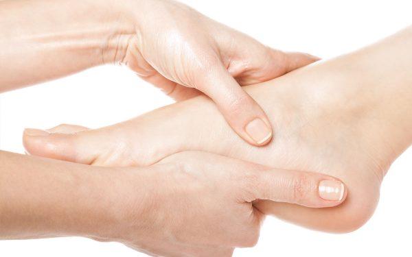 وصفة فعالة لعلاج تشقق القدمين