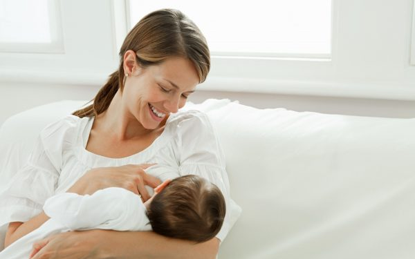 الرضاعة الطبيعية تقيك من الإصابة بسرطان الثدي