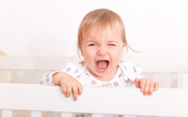 تعرفي على أسباب بكاء الرضيع من شكل عينيه