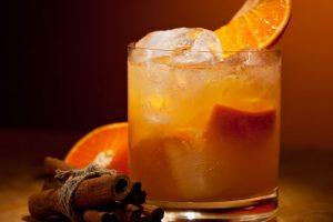 أضيفي عصير البرتقال بالقرفة على طاولة السفرة
