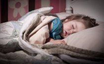 هذا ما يجب أن تقدميه لطفلك قبل النوم