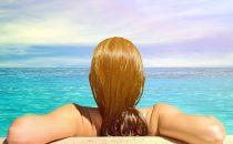 خطوات مهمة لحماية شعرك من مياه البحر والمسبح