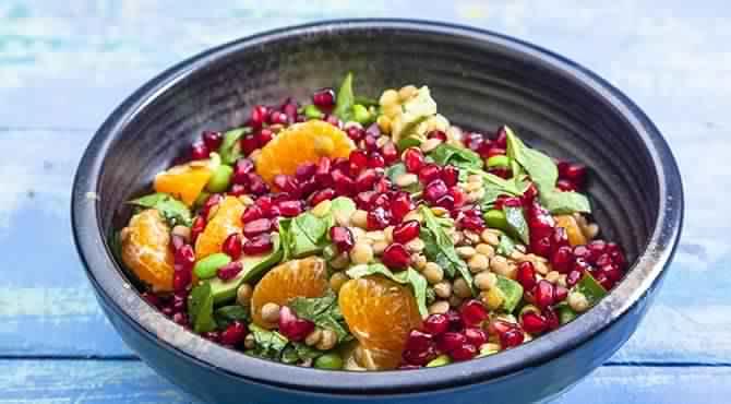 طبق سلطة العدس لنظام غذائي صحي