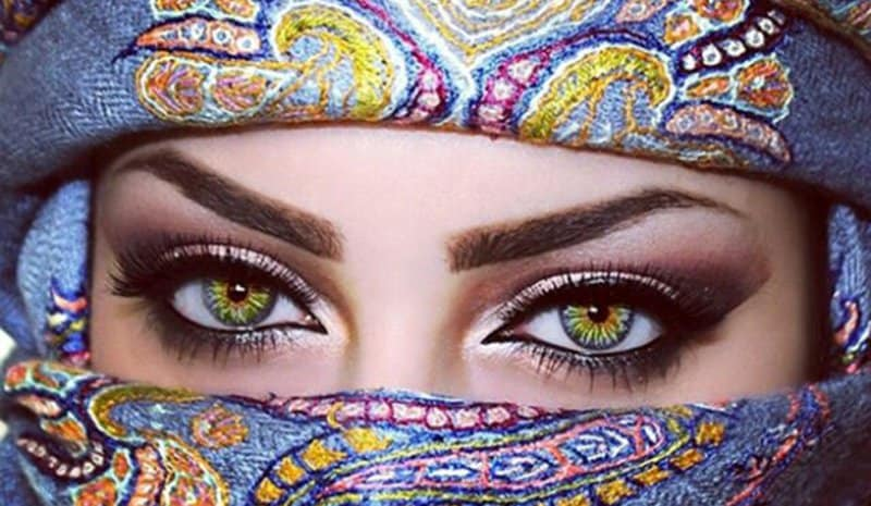 كيف تجعلين عينيك تبدو أكبر؟