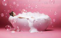 هل تعرفين فوائد الاستحمام بالماء البارد