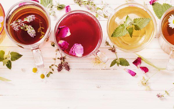 عالجي مشاكل البشرة بأفضل أنواع الشاي الطبيعية