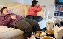 عمل الوالدين يسبب سمنة الأطفال