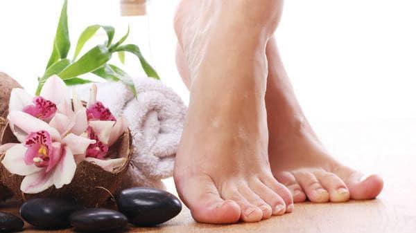 طرق بسيطة للتخلص من رائحة القدمين
