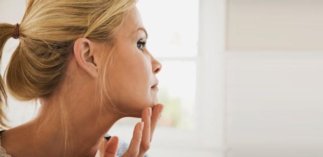 تأثير الضغط النفسي والمشاعر على جمال البشرة