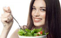 تناولي هذه المأكولات لتقوية الشعر وتحفيز نموه