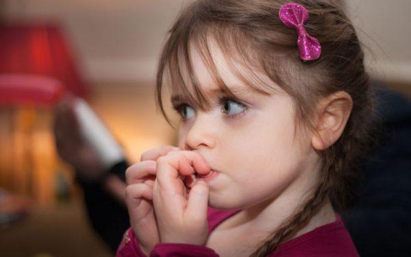 كيفية التعامل مع القلق والتوتر عند الأطفال