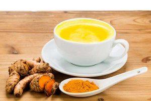 خطوات تجهيز شاي الكركم بالزنجبيل