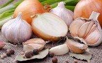 تناولي وصفة البصل والثوم والليمون وانعمي بصحة جيدة