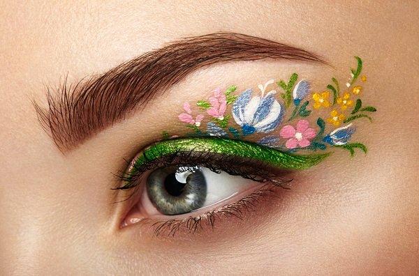 أيلاينر بنقشات الورد لصيف 2017