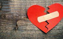 الصدمات العاطفية تكسر قلوبنا حرفيا