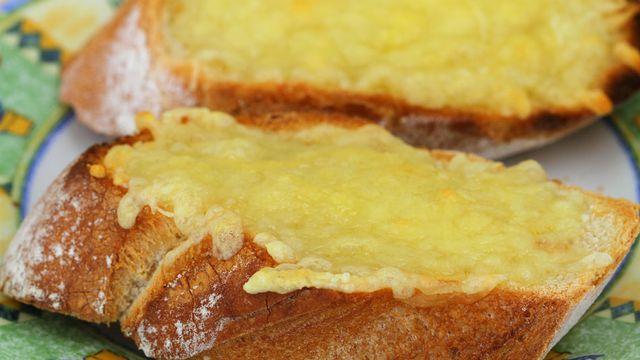 كيفية تجهيز خبز الثوم والجبن