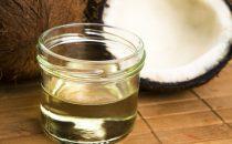 كيف تستفيدين من زيت جوز الهند للحصول على شعر صحي وجذاب؟