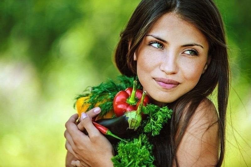 أطعمة تحميك من الشيخوخة المبكرة