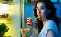 10 أطعمة تجنبي أكلها في الليل