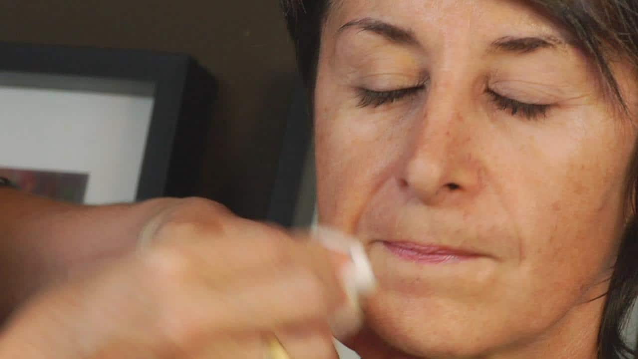 أقنعة طبيعية لإزالة البقع من الوجه