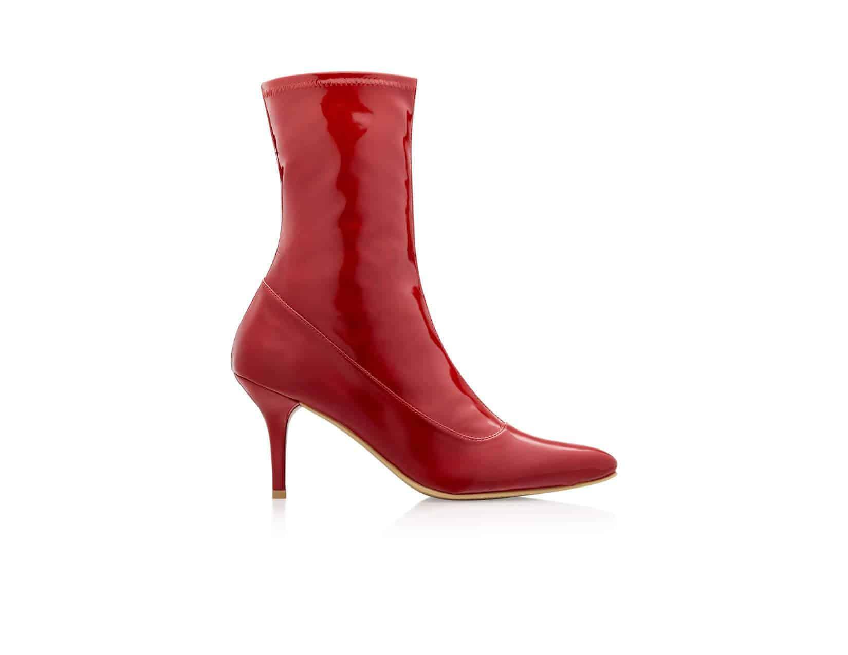 حذاء أحمر لامع