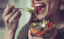 فوائد مضغ الطعام جيدا وأضرار عدم مضغه
