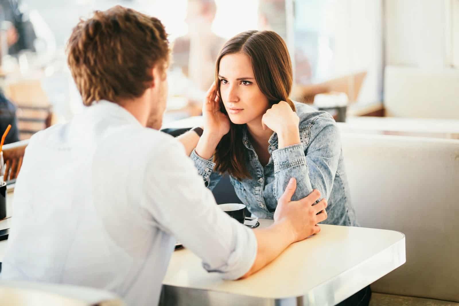 هذه الأعراض تهدد علاقتك الزوجية