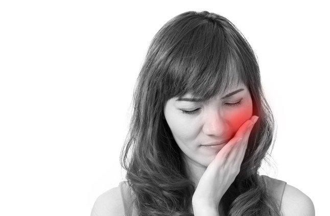 طرق منزلية لتخفيف آلام الأسنان