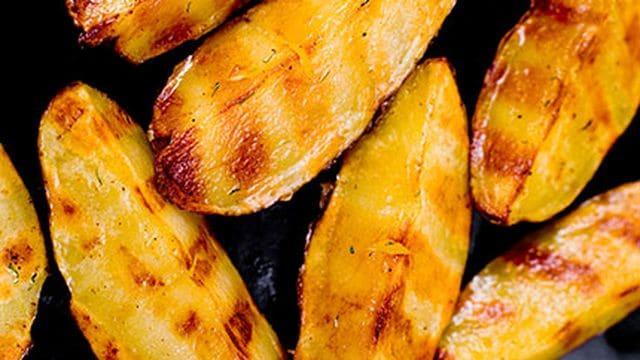 بطاطس مشوية سهلة التحضير