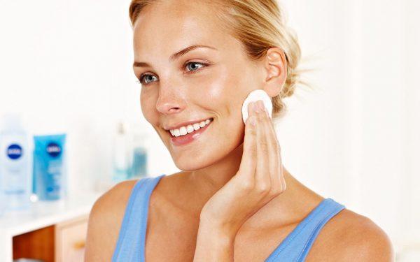 استخدمي هذه الزيوت الطبيعية لتنظيف وجهك