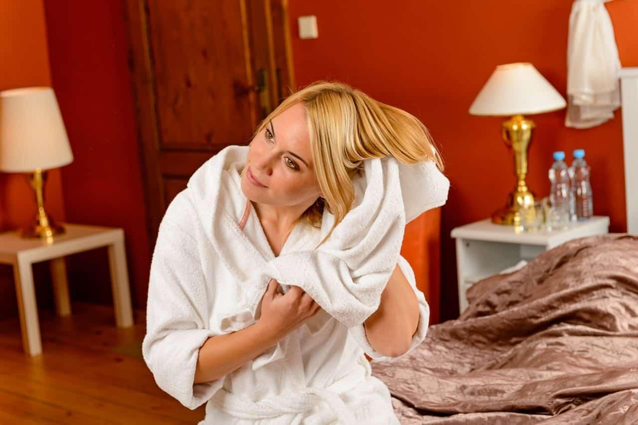 ماهي أفضل خطوات العناية بالشعر بعد غسله؟