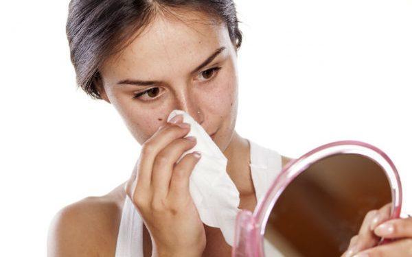 احذري استخدام المناديل المبللة على بشرة وجهك لهذه الأسباب