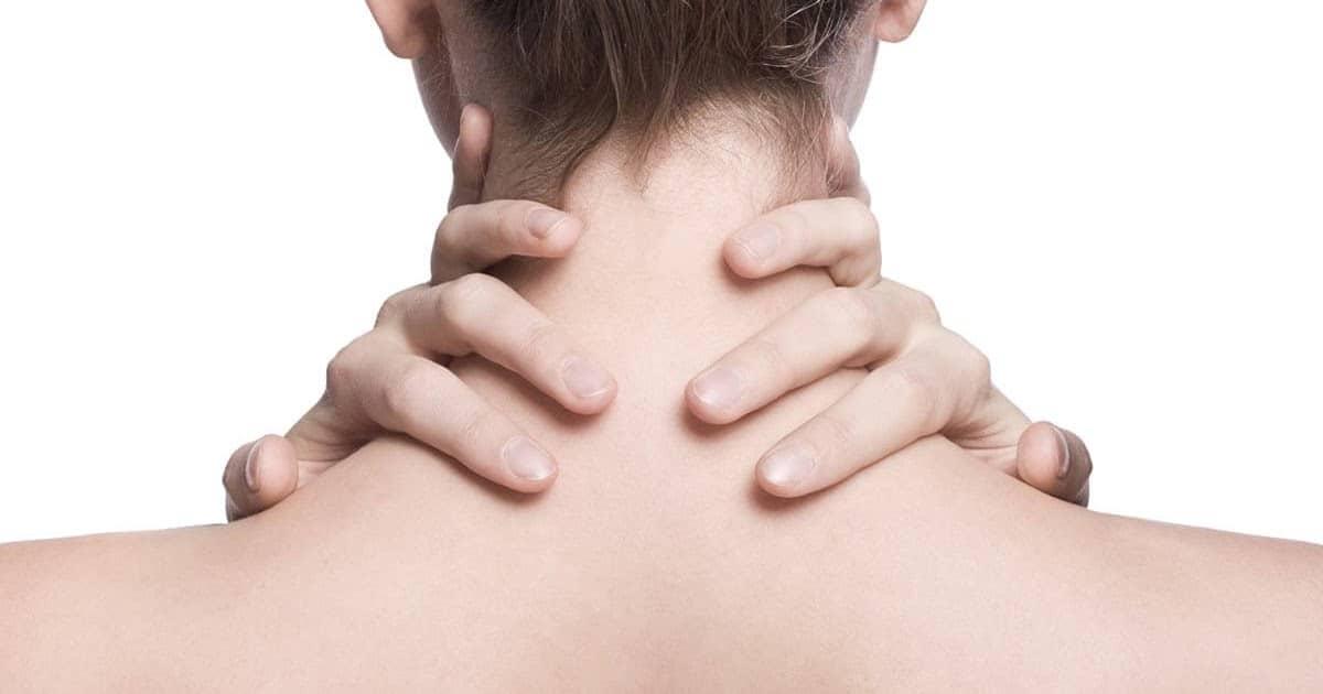 5 علاجات طبيعية لتفتيح الرقبة الداكنة