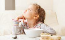 لا تُقدمي هذه الأطعمة لأطفالك في فطور الصباح