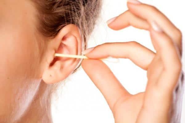 7 وصفات طبيعية لتنظيف الأذنين من الداخل