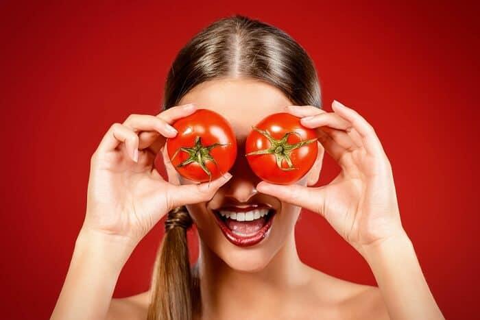 3-exfoliants-maison-pour-éliminer-les-points-noirs-tomate-et-yaourt-1