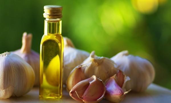 علاج زيت الزيتون والثوم للتخلص من الدوالي