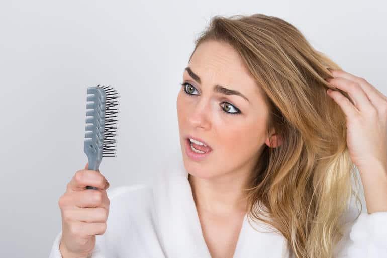 تساقط الشعر : أسبابه وأساليب الوقاية منه وعلاجه