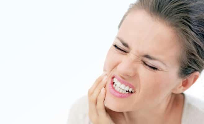 هذه العادات السيئة تسبب الحساسية إلى أسنانك .. تعرفي عليها