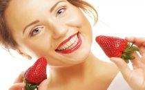 اكتشفي خلطات الفراولة الطبيعية للعناية بالبشرة والشعر