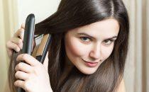إليك طريقة تمليس الشعر المجعد خطوةً بخطوة