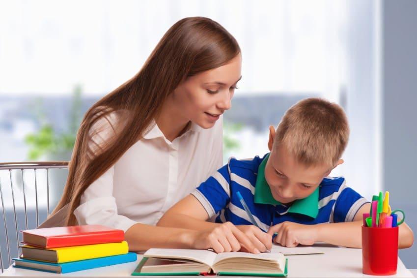 كيف تساعدين طفلك على تحسين خطه؟