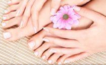 خلطات منزلية بسيطة لتنعيم القدمين وتفتيحها