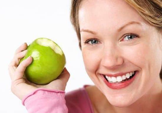 خلطات التفاح للعناية بالبشرة