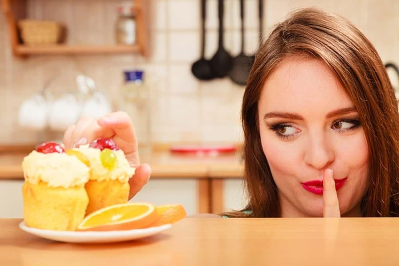 هذه العادات الغذائية تضر بصحتك، فاحذريها!