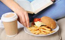 أطعمة تحفز ظهور حب الشباب…تجنبيها