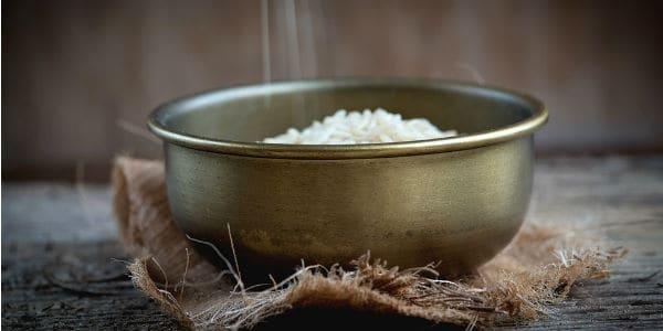 الأرز لتقشير البشرة وإزالة الخلايا الميتة