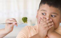 كيف تتعاملين مع السمنة لدى الأطفال؟