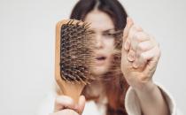 عادات يومية للتخفيف من تساقط الشعر