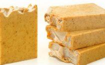 حضري صابون الكركم وحليب اللوز لتفتيح البشرة